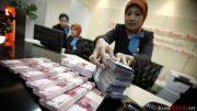 Transfer dapat dilakukan secara online maupun melalui teller atau ATM setor tunai. Biaya cash transfer (transfer tunai) antar bank apabila melalui teller, dikenakan biaya sekitar Rp 5 ribu. Biaya tersebut berlaku di Bank Rakyat Indonesia (BRI), dan juga bank-bank lainnya.