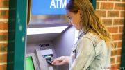 cara, melihat, saldo, di, ATM, Mandiri, bank, pemerintah, Automatic, Teller, Machine, nasabah, gratis, biaya, selain, Rp 3.000, Rp 4.000, sekali, transaksi, mulai, turun, mobile, layanan